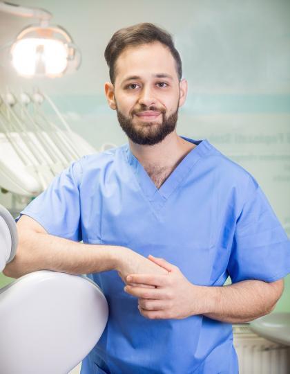 Dr. Sarhan Khalid - Fogorvos