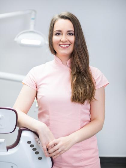 Dr. Érszegi Krisztina - Dentist